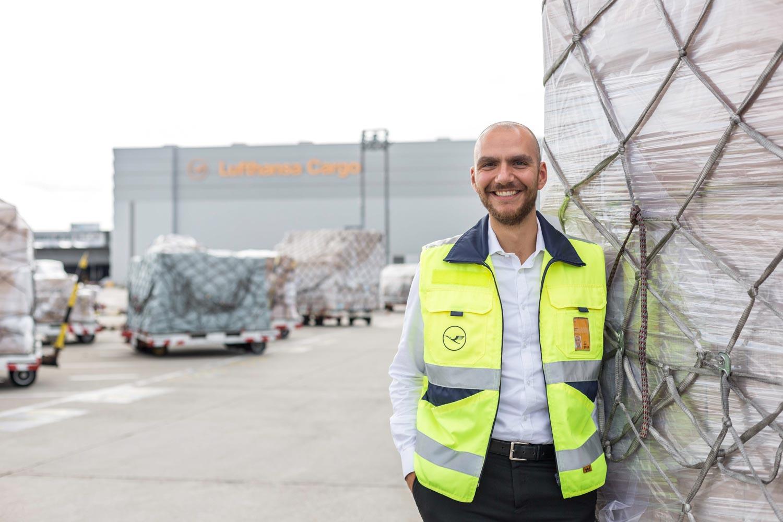portrait_daniel_kummer-Lufthansa_cargo_staff-03